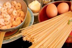 Ingredientes de los Espaguetis carbonara con gambas