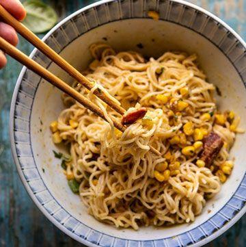 Deliciosos fideos japoneses a la carbonara